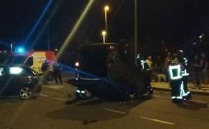 Vuelca un coche en Gijón y el conductor se da a la fuga