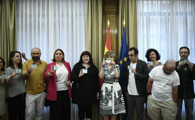 El ministerio insta a garantizar la atención sanitaria gratuita al colectivo 'sin papeles'