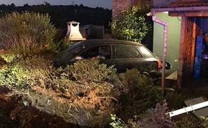 Se empotra con su vehículo contra una vivienda en Corvera