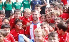 Álvaro Vázquez: «La ciudad, la afición y El Molinón es lo que me ha hecho venir al Sporting»
