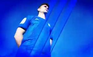 Guiños en negro y celeste sobre el azul en la nueva camiseta del Real Oviedo