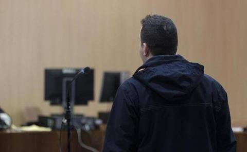 Un año de cárcel para el hombre que se masturbó delante de tres menores en El Coto