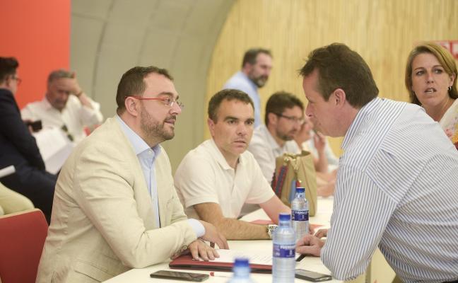 Podemos mantiene su veto al PSOE y la FSA aprueba el acuerdo de investidura con IU