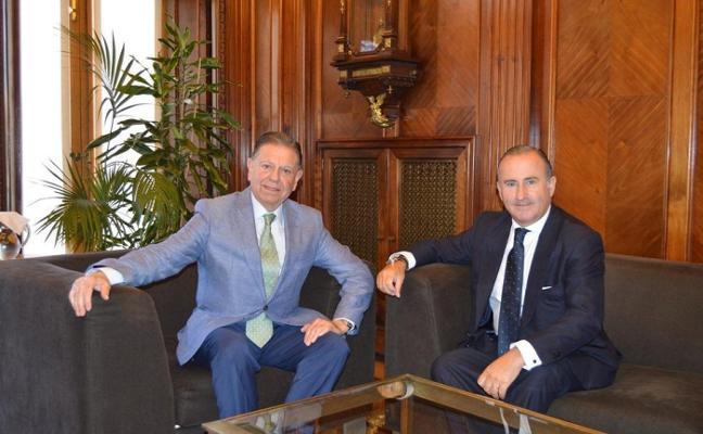 Canteli recibe al director del Banco Sabadell-Herrero