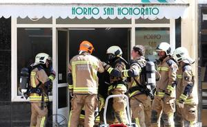 Un incendio obliga a desalojar un edificio en Oviedo