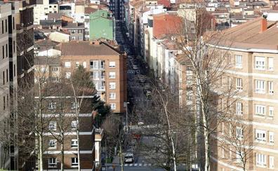 Una violenta pelea en Gijón acaba con dos heridos, uno con un botellazo en la cabeza y otro apuñalado, y un detenido