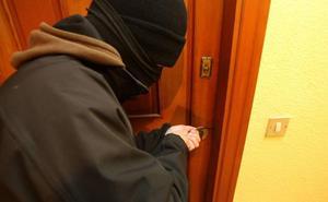 «¿Inocentes bolitas de papel en tu puerta?»: llama a la Guardia Civil