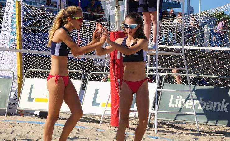 Las selecciones autonómicas de voley playa se enfrentan en Ribadesella