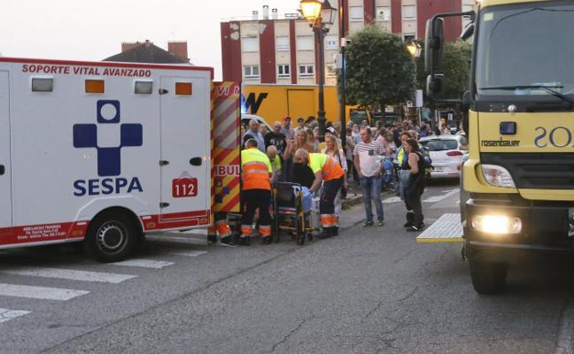 La vecina herida en el incendio en El Berrón continúa ingresada en observación