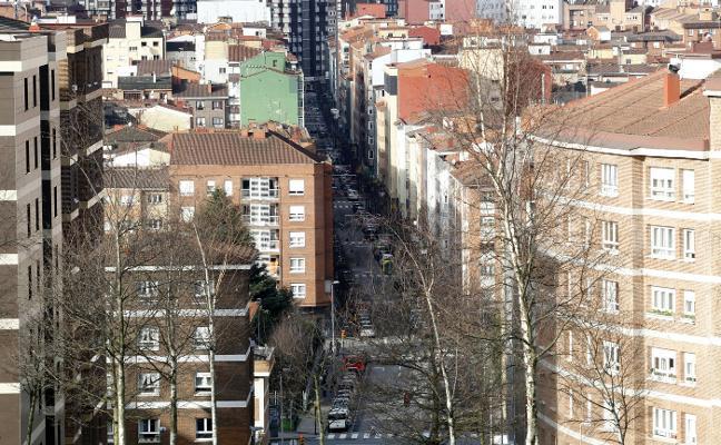 Un apuñalado y un herido por un botellazo en una pelea en Gijón