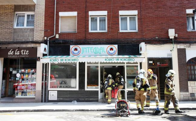 «Cogí un extintor pero enseguida se desplomó el techo»