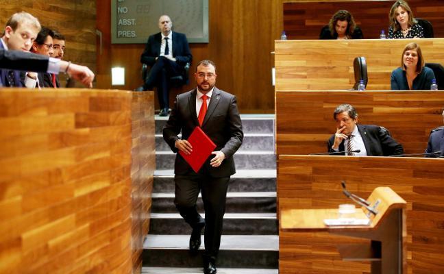 Adrián Barbón recrimina a Podemos su «no por el no» y hace ver un acercamiento a Foro