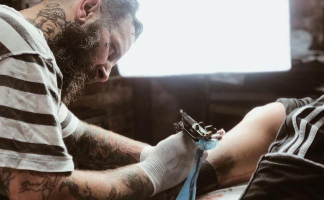 «Hay tatuadores que emplean agujas que no cumplen los requisitos sanitarios»