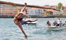 La tradicional regata de Luanco marca el segundo día de las fiestas del Carmen
