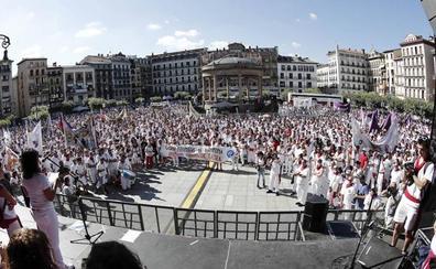 Pamplona rechaza con un «estruendo popular» la agresión sexual denunciada