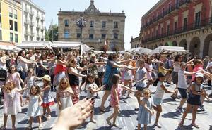 Así baila Gijón a ritmo de Bollywood