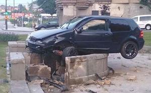 El conductor que chocó contra la fuente de Cuatro Caños de Oviedo es uno de los atrapados del Angliru