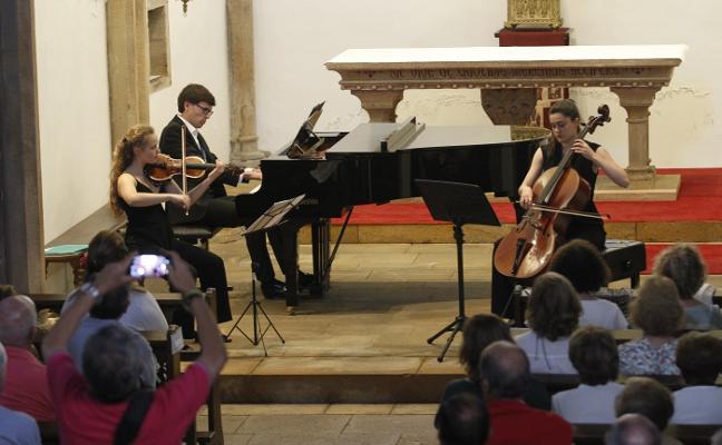 La música del trío Scarlatti da inicio al festival de la ría