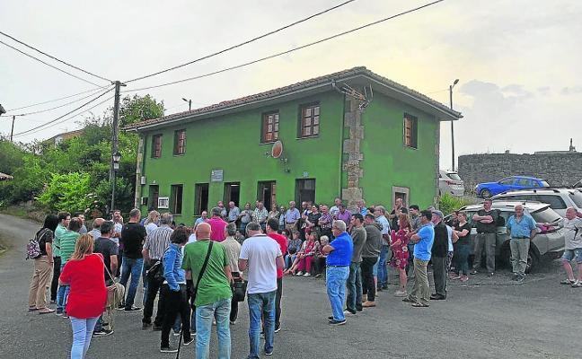 Movilización ciudadana para reparar la carretera de Avilés a Grado