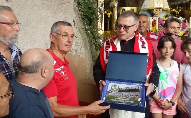 Ofrenda de la peña Miluca a la Santina de Covadonga