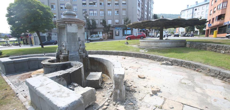 El Ayuntamiento de Oviedo reclamará los daños al conductor que empotró su coche contra la fuente de Cuatro Caños