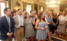 Canteli entona el 'Asturias patria querida' con estudiantes americanos