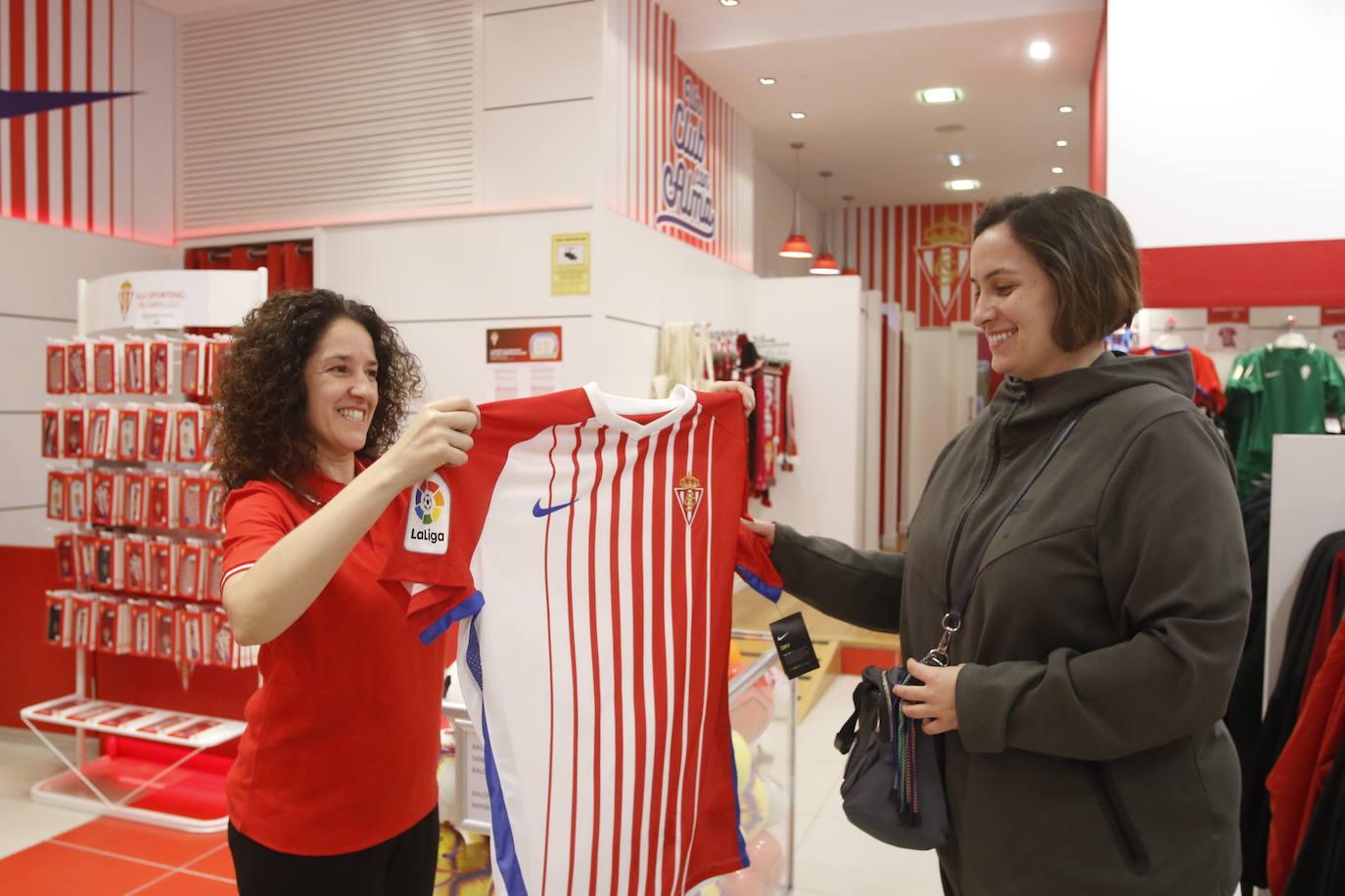 Las camisetas del Sporting llegan a las tiendas