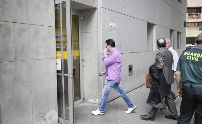 La falta de testigos obliga a aplazar el juicio al acusado de quemar viva a su pareja