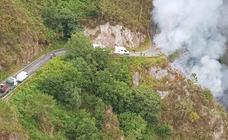 Cae un camión por una ladera de Villayón y fallece su conductor