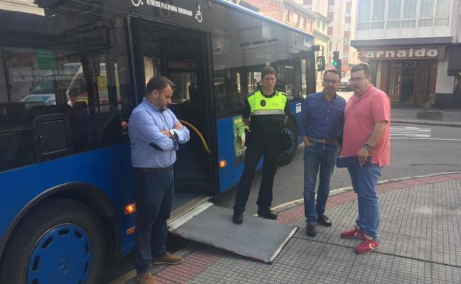 Castrillón amplía las paradas de autobús de José Fernandín, en Piedras Blancas
