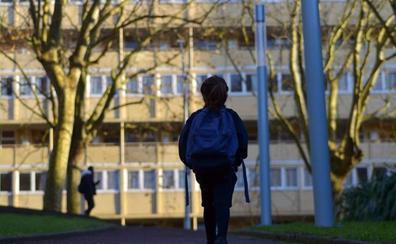 Un niño de 14 años se suicida delante de sus compañeros de clase en Reino Unido