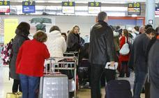 El aeropuerto de Asturias adelantará su horario de apertura a partir de noviembre