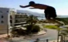 La novia de un inglés que se precipitó desde un balcón en Magaluf critica la baja altura de las barandillas