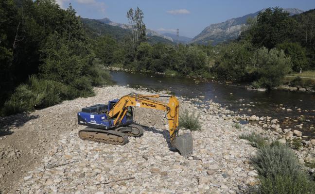 Comienzan los trabajos para adecuar la playa fluvial en La Chalana