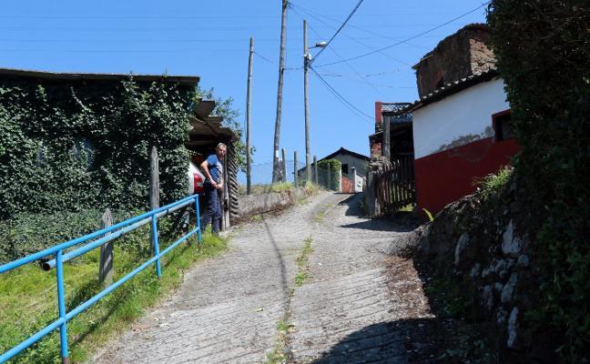 Mieres anuncia una nueva licitación del arreglo de la carretera de Felguerúa