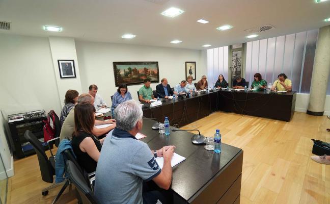 La abstención del PP permite aprobar las liberaciones del gobierno riosellano