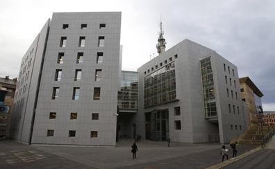 Fiscalía pide 2 años de prisión para un hombre por tocar el pecho y las nalgas a una mujer en Pola de Siero