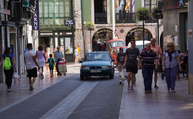 Llanes amplía la peatonalización del centro a agosto y los fines de semana