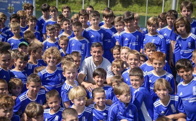 Real Oviedo | Christian Fernández: «Prefiero estar rodeado de chavales del Vetusta que de parásitos»