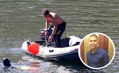 Los buzos recuperan el cadáver del joven ahogado en el río Nalón