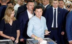 El partido de Zelenski gana las legislativas en Ucrania, según los sondeos a pie de urna