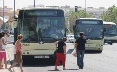 Un vecino de Sevilla se harta del ruido de un autobús que cruza su calle 23.000 veces al año