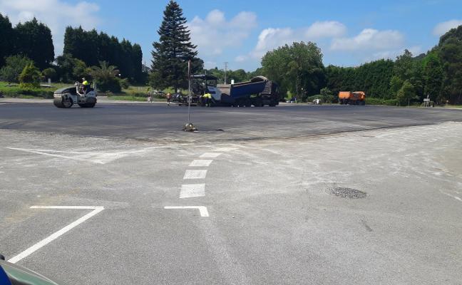 El Principado comienza con el asfaltado del nuevo aparcamiento de Perlora