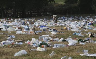 Tras la fiesta... toneladas de basura en la Pola