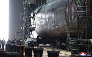 Kim presiona a EEUU con la construcción de un nuevo submarino