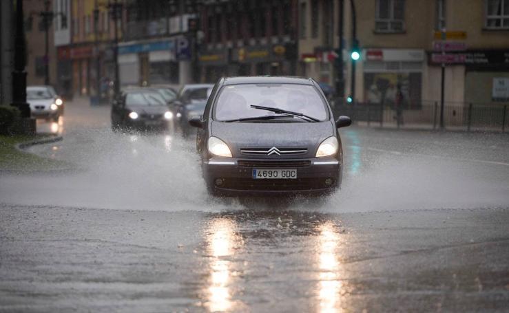 Las anunciadas tormentas descargan sobre Asturias