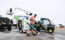 Cien operarios limpiarán las playas y zonas turísticas de Gijón