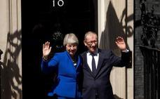 May se despide como primera ministra con «buenos deseos» para Johnson