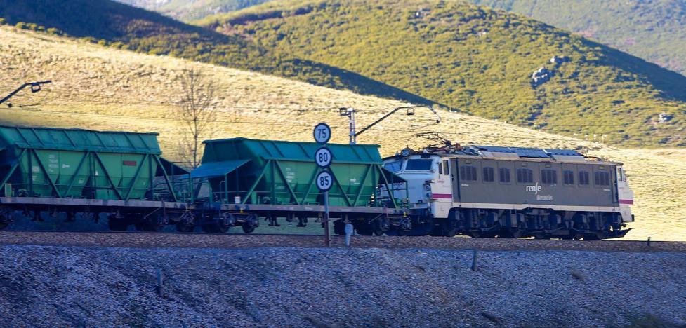 La conexión ferroviaria entre Asturias y la Meseta, cortada en Pajares