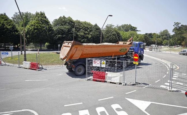 El cierre de Hermanos Castro obliga a usar durante la Fidma los aparcamientos del campus